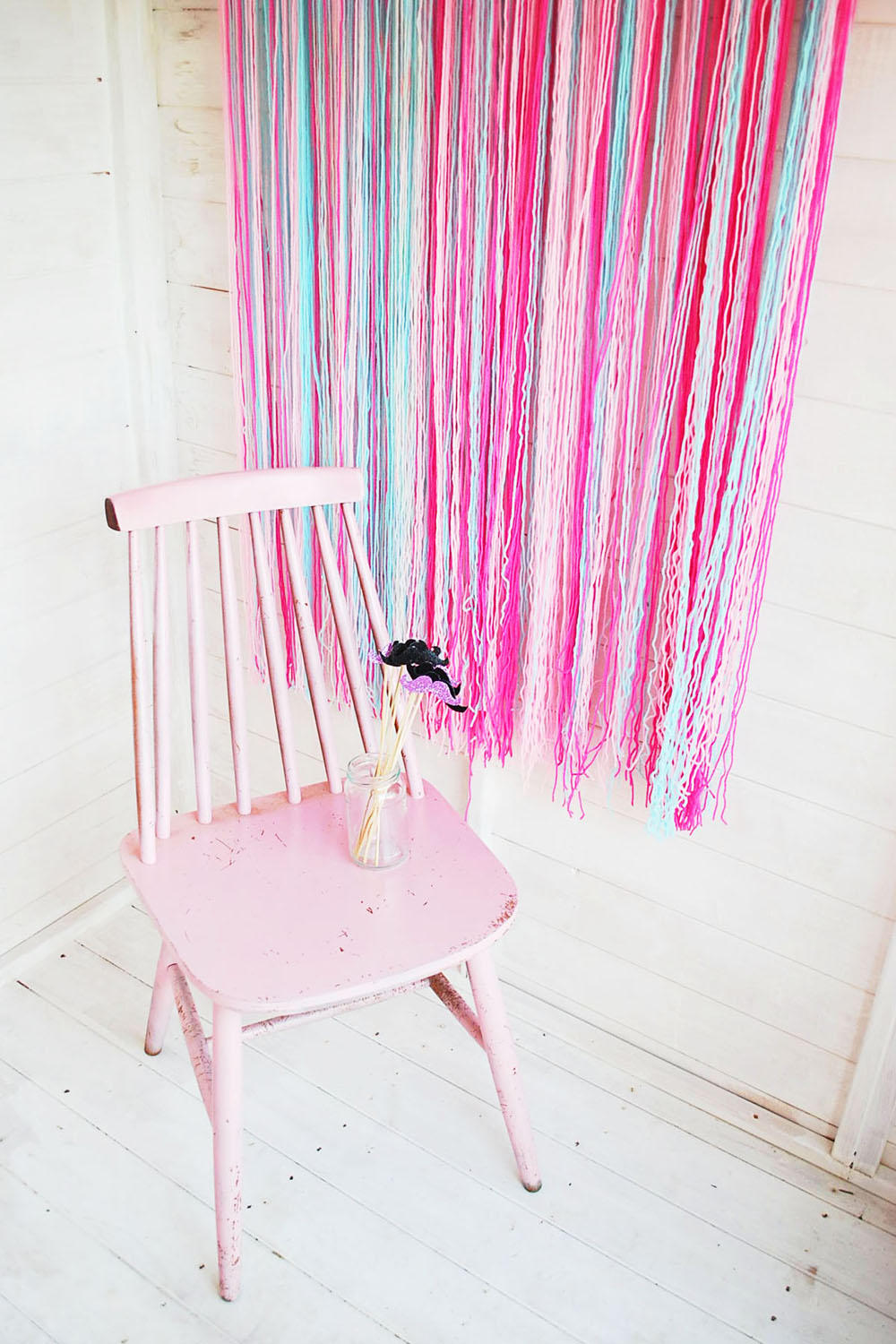 DIY-tutorial-How-to-create-a-fun-and-easy-DIY-Photo-Booth-by-Fishee-Designs-Photo-Booth-11
