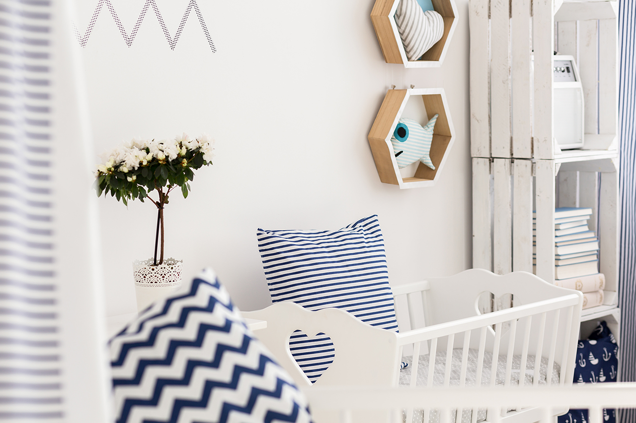 Marine style decorations and textiles in baby room