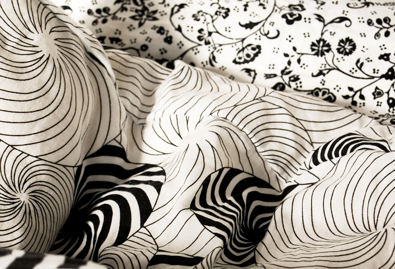Monochrome bedding with black flowers