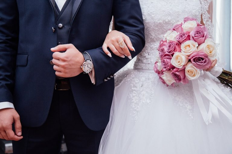 wedding gifts how much to spend
