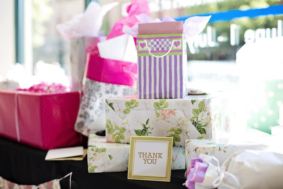 How Much To Spend On A Wedding Gift